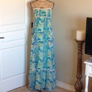 Floral chiffon maxi dress with pockets.